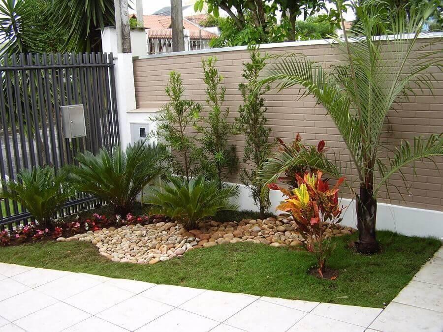jardim residencial pequeno decorado com pedras Foto Decorando Casas