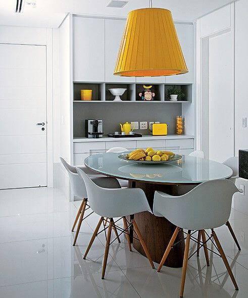 Lustre amarelo para cozinha neutra