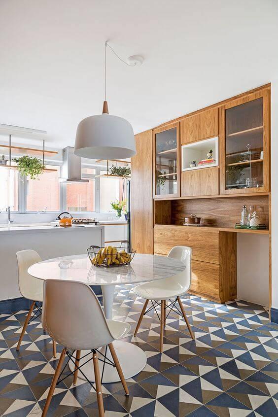 Cozinha moderna com lustre branco