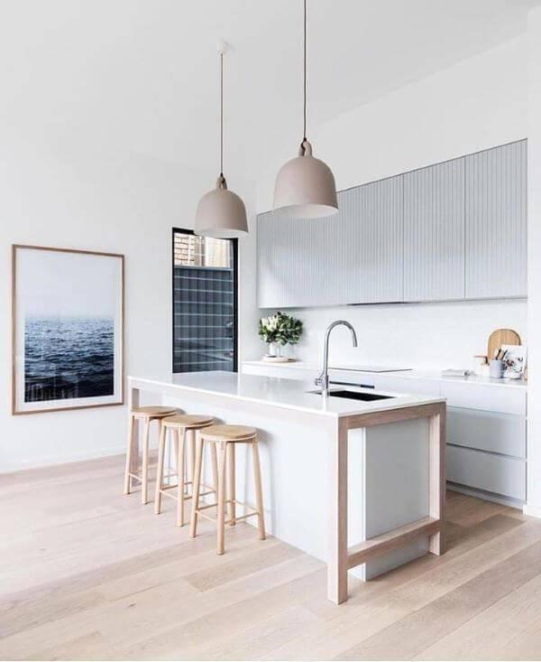 Lustre para balcão de cozinha ampla e clean