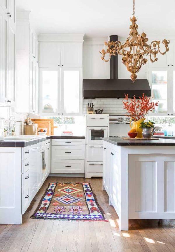 Lustre para cozinha clássica acima do balcão