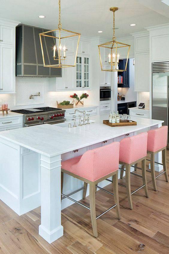 Lustre para cozinha em dourado e rosa