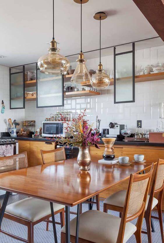 Lustre para cozinha acima da mesa de jantar