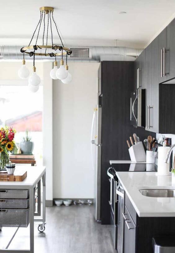 Lustre para cozinha pequena e moderna