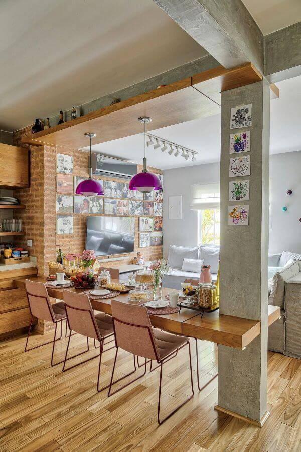 Lustre moderno em tons vibrantes para cozinha moderna