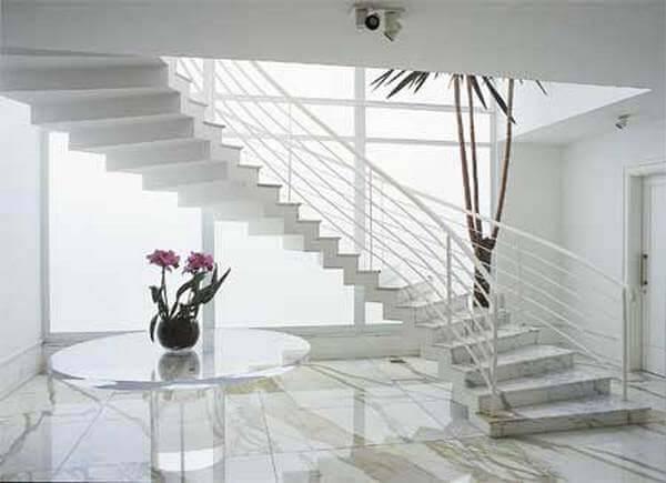 Escada em mármore carrara