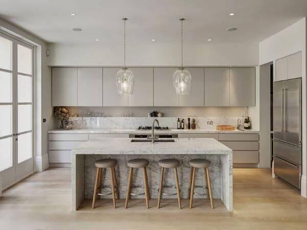 Mármore carrara na bancada da cozinha