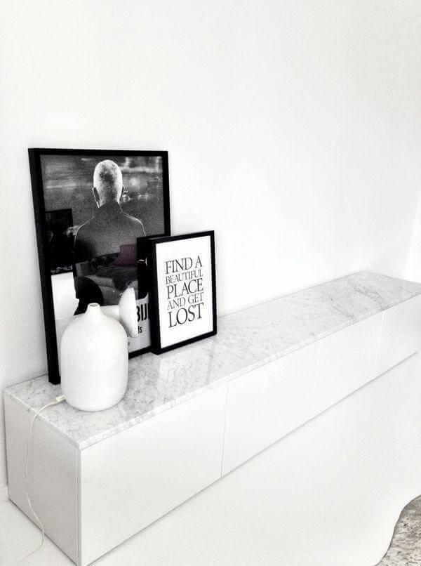 Aparador de mármore em preto e branco
