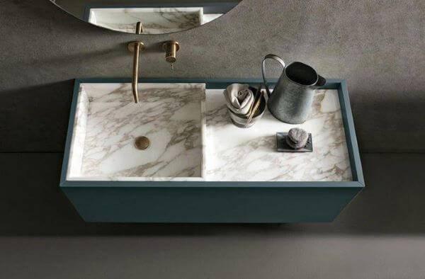 Mármore carrara na pia de banheiro
