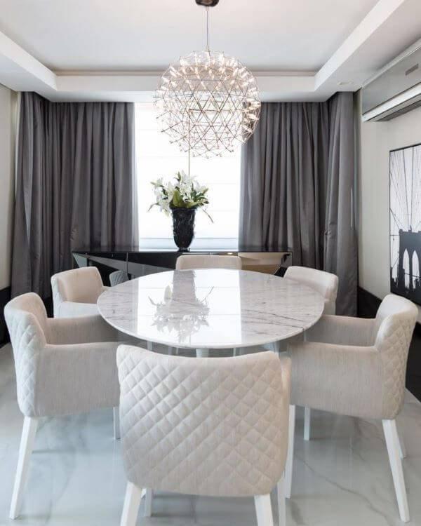 mármore carrara na mesa de jantar