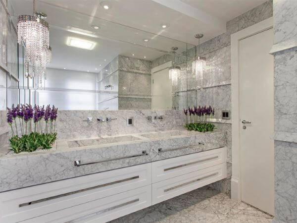 Banheiro com mármore carrara