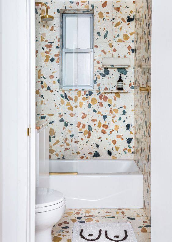marmorite - banheiro pequeno com marmorite