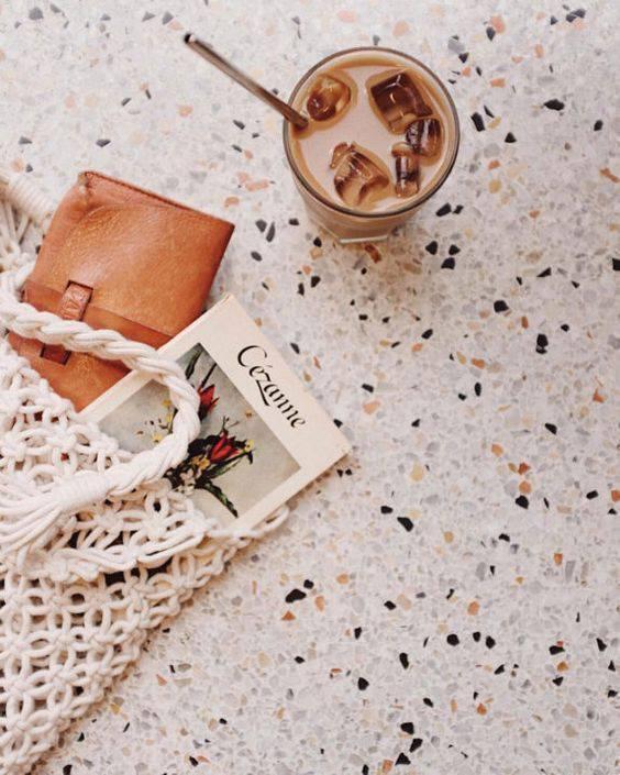 marmorite - mesa de marmorite com bolsa em cima