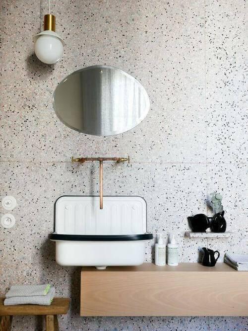 marmorite - parede de banheiro pequeno
