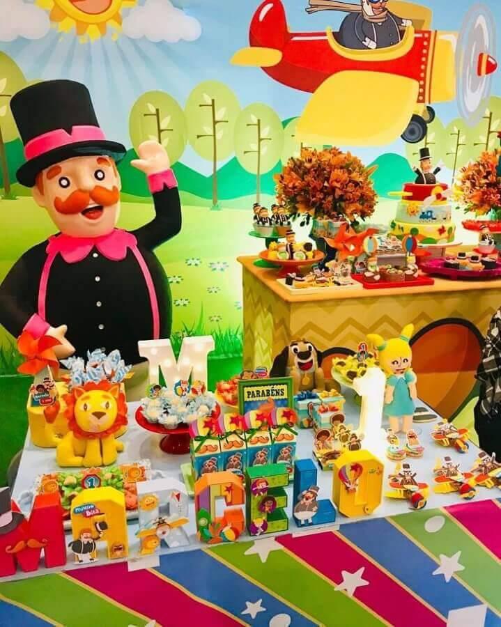mesa de doces para festa mundo bita Foto Shay Ferradeira