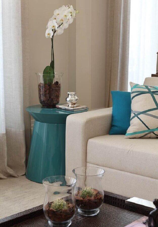 mesa lateral e almofadas azul tiffany para sala de estar Foto Arteblog