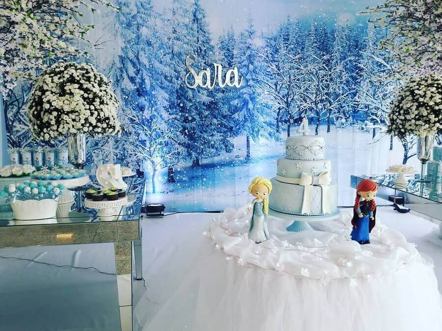 Frozen 3-story cake model Photo Clari Studio