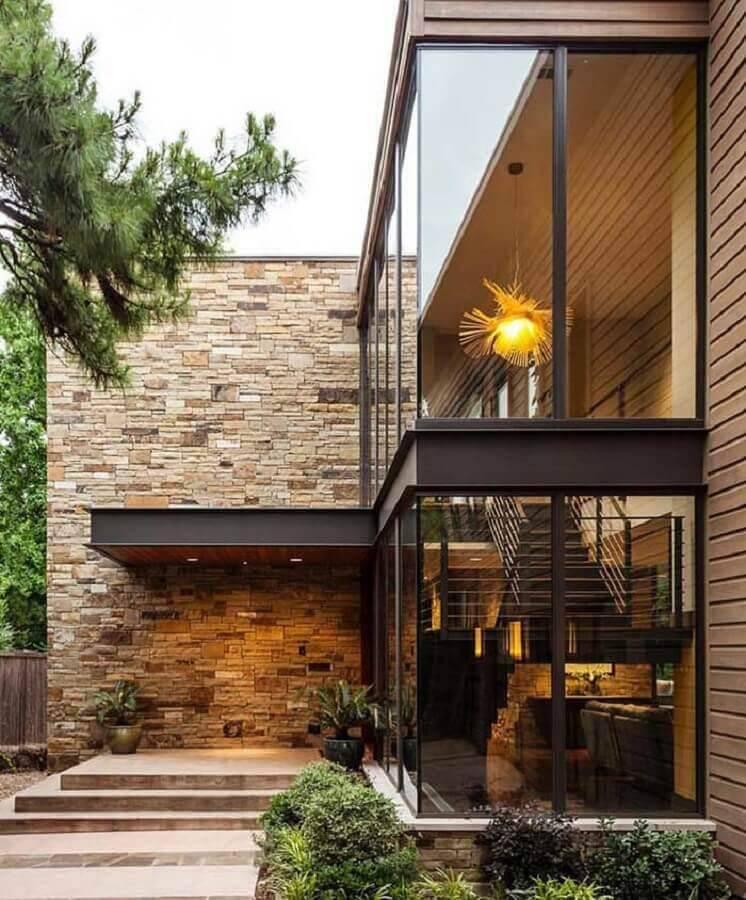 modelos de casas lindas com paredes de vidro e pedra Foto Architonic