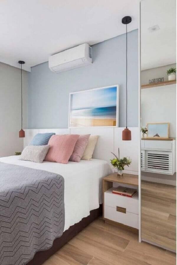 modelos de quarto com estilo clean decorado com luminária pendente e piso vinilico Foto Ideias Decor