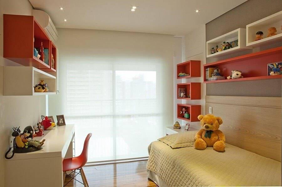 modelos de quarto infantil decorado com nichos branco e laranja Foto Patricia Kolanian Pasquini