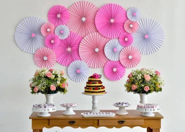 Painel de decoração com flores simples