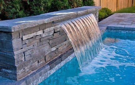 pedra para piscina - piscina com cascata de pedra