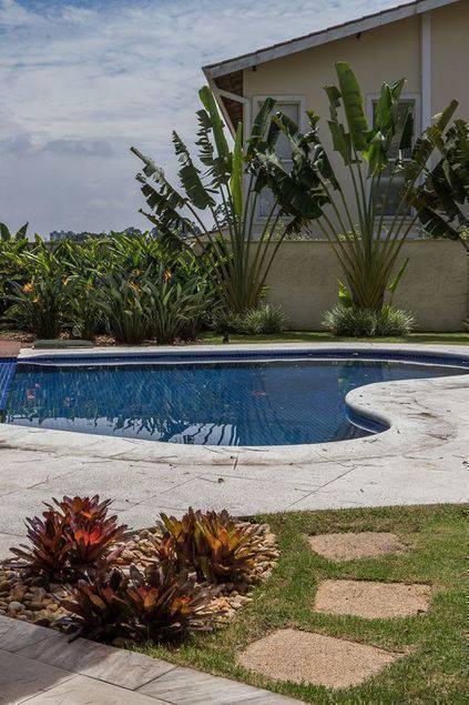pedra para piscina - piscina com jardim