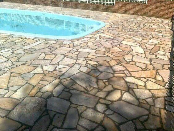 pedra para piscina - piscina com pedra rústica