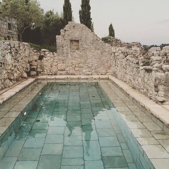 pedra para piscina - piscina com pedras rústicas