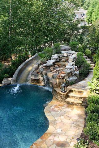 pedra para piscina - piscina com tobogã de pedra