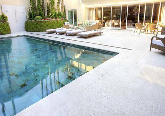 pedra para piscina - piso claro para piscina