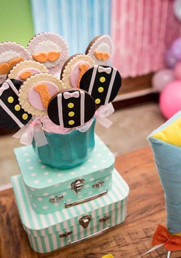 pirulitos de chocolate decorados para festa mundo bita Foto Pinosy
