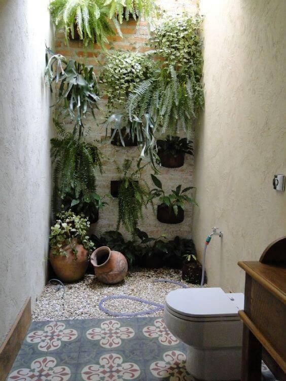 pisos antigos - banheiro ao ar livre