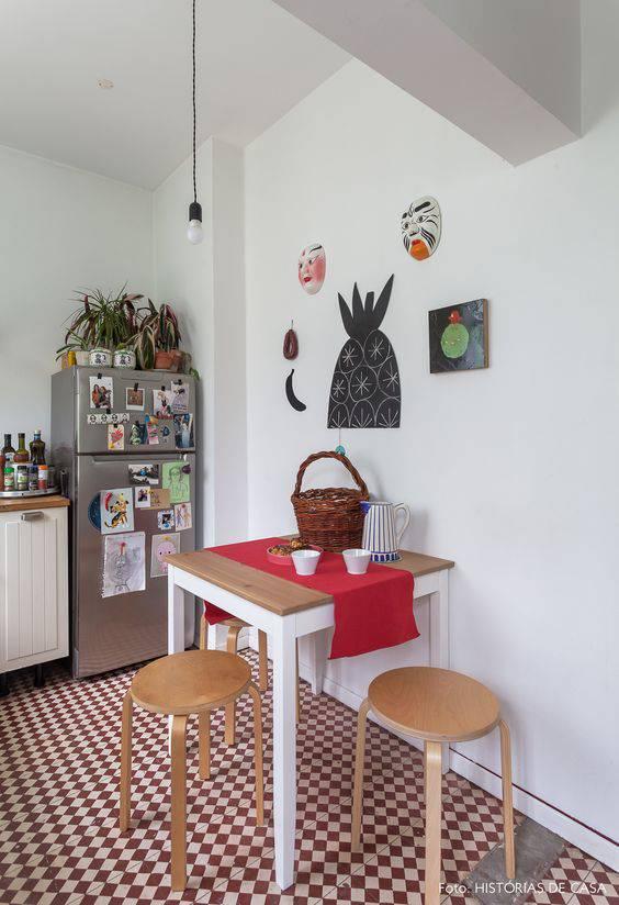 pisos antigos - cozinha com banquetas