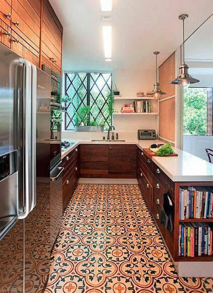 pisos antigos - cozinha com móveis clássicos