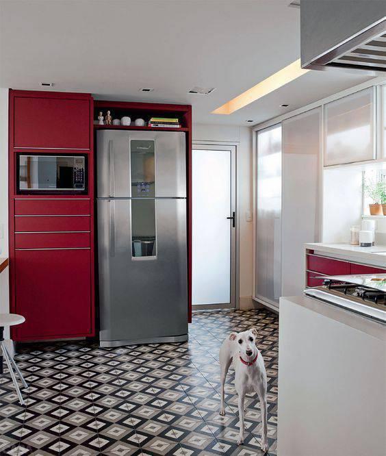 pisos antigos - cozinha com piso escuro