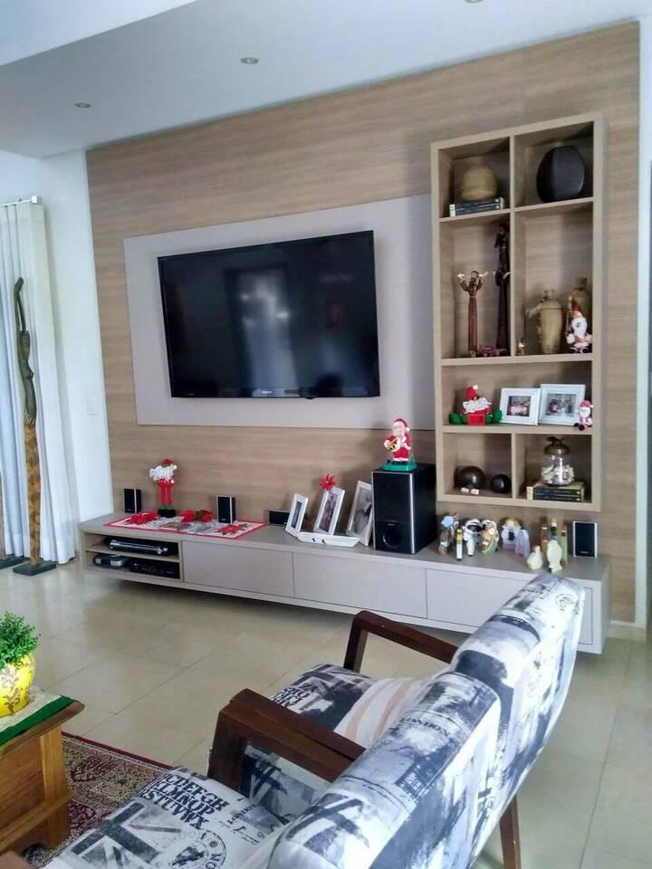 poltrona de madeira - poltrona com estampa e mesa de centro de madeira