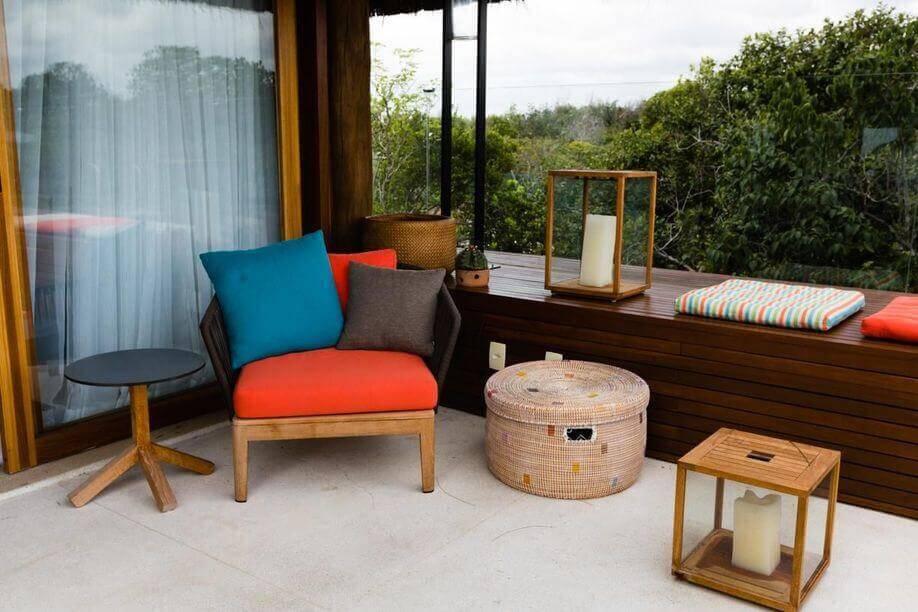 poltrona de madeira - poltrona de madeira almofada na cor laranja