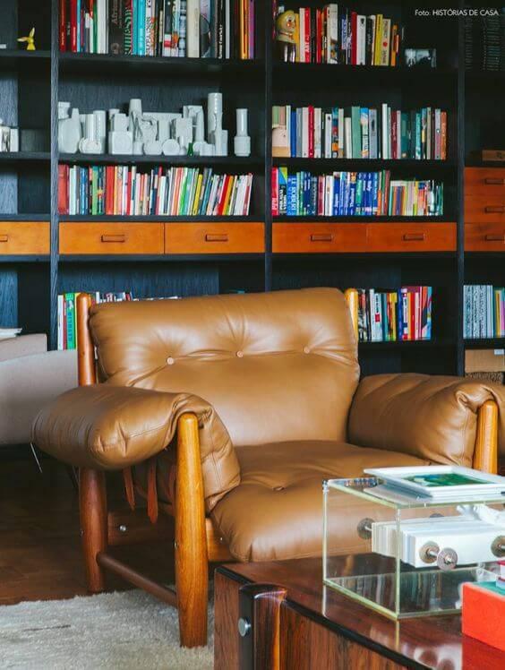 Poltrona mole marrom para cantinho de leitura