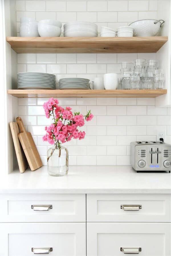 Prateleira para cozinha de madeira