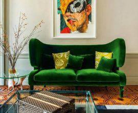 sala com sofá verde decorada com mesa lateral de vidro  Foto Pinterest
