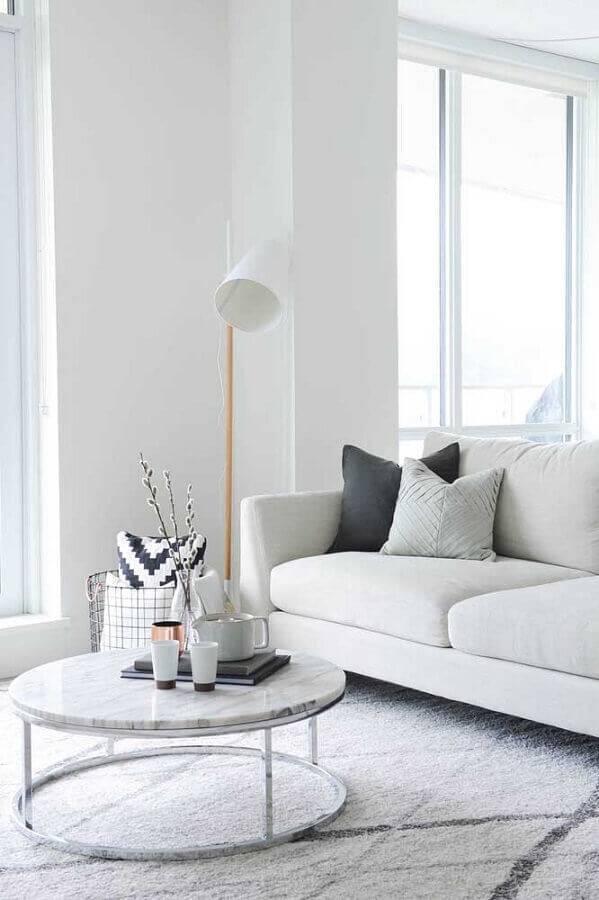 sala de estar toda decorada na cor branca Foto Danielle Moss