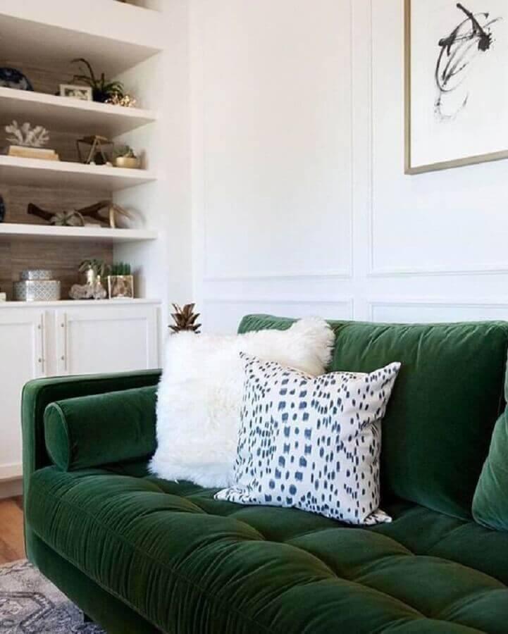 sofá verde escuro para sala branca Foto Article