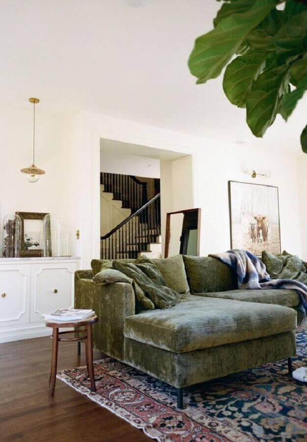 sofá verde musgo para sala clean Foto Anna Peters - Seattle Wedding Photographer