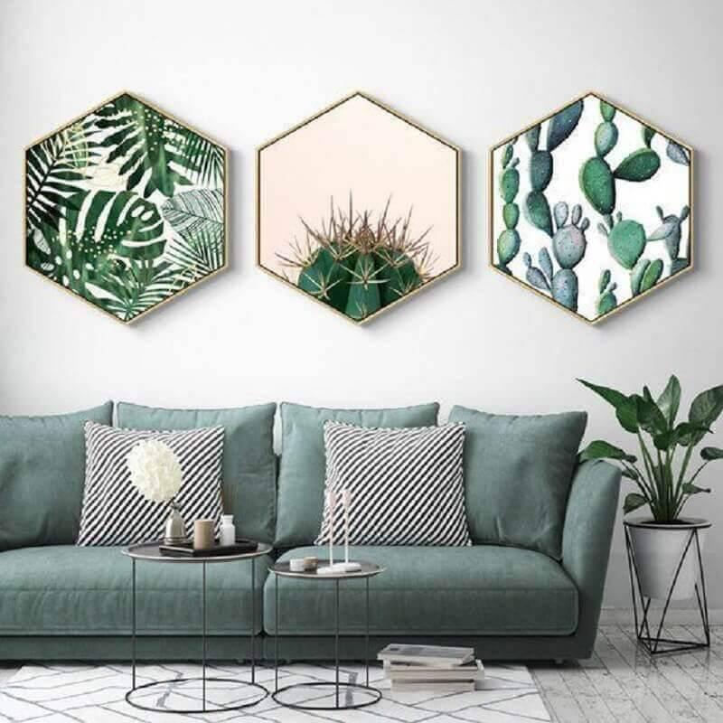 sofá verde para sala decorada com mesinhas minimalistas Foto Etsy