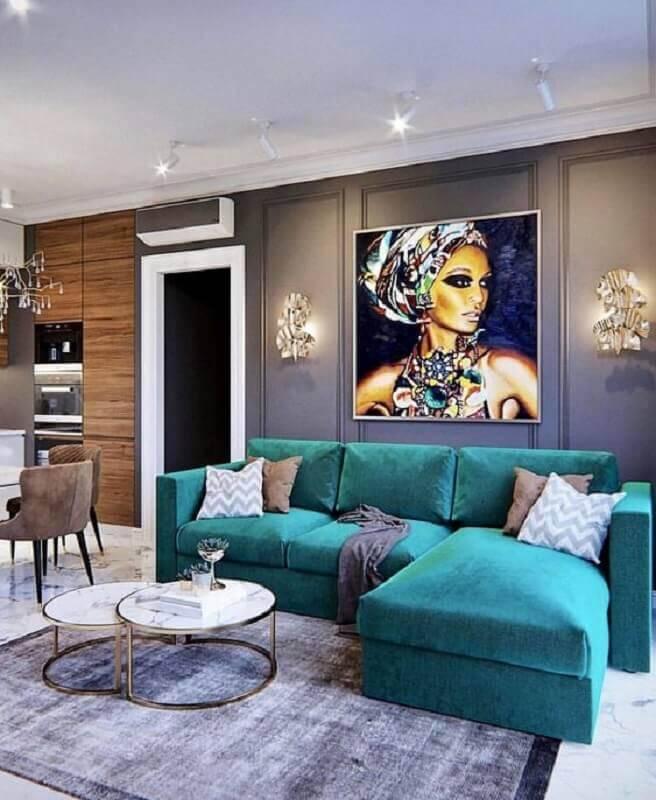 sofá verde para sala moderna com boiserie e tapete cinza Foto Your Space Furniture