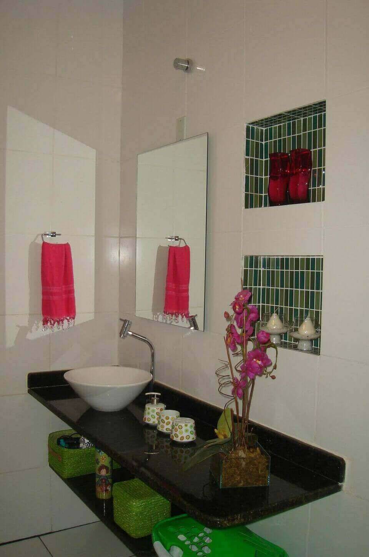 torneira para pia de banheiro - nicho com pastilhas verdes