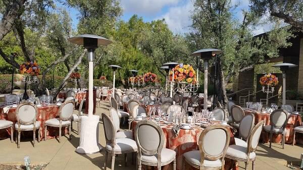 Espelhe essas cadeiras por toda a decoração de casamento