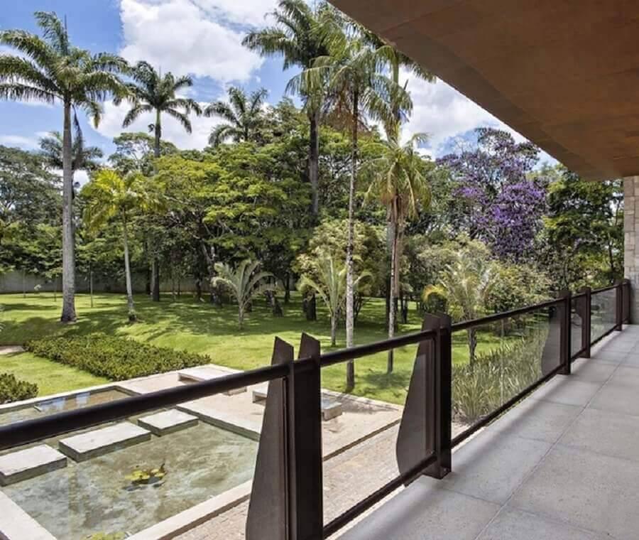 varanda com guarda corpo de vidro Foto Gislene Lopes