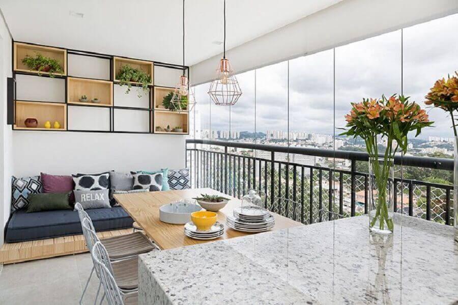 varanda decorada com futon para casas lindas Foto Doob Arquitetura